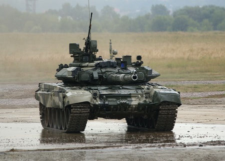 ZHUKOVSKY, MOSCOW REGION, RUSSIA, JULY 03: Aerodrom in Zhukovsky, IV International Salon of weapons and military equipment, 2010.03 July. The main Russian tank T-90 Stock Photo - 11273426