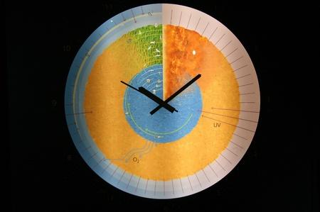 eiszeit: Luzern, Schweiz, das Museum der Eiszeit. Die Uhr in der Form des Globus in der Sektion Lizenzfreie Bilder