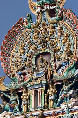 shiva: Meenakshi temple hindou � Madurai, Tamil Nadu, Inde du Sud. Sculptures sur temple hindou gopura (tour). Il s'agit d'un temple double, dont l'une est d�di�e � Meenakshi, et l'autre � lord Sundareswarar Banque d'images