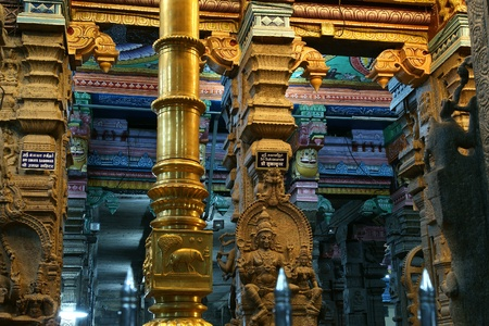 Inside of Meenakshi hindu temple in Madurai, Tamil Nadu, South India.  It is a twin temple, one of which is dedicated to Meenakshi, and the other to Lord Sundareswarar Stock Photo - 11314364