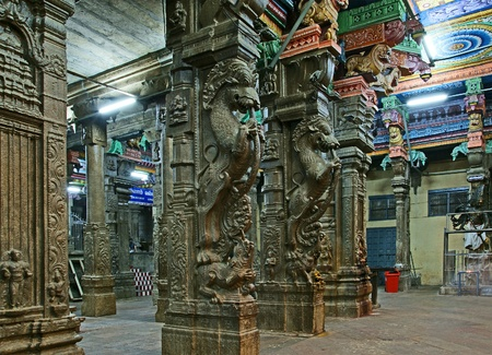 Inside of Meenakshi hindu temple in Madurai, Tamil Nadu, South India.  It is a twin temple, one of which is dedicated to Meenakshi, and the other to Lord Sundareswarar Stock Photo - 11314360