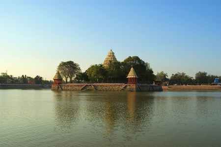 tamil nadu: Traditional Hindu temple on lake in the city center, South India, Kerala, Madurai