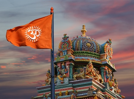 shiva: Drapeau avec un signe Om ou Aum - est une sacr�e, mystique syllabe dans les religions du Dharma ou indienne, c'est � dire l'hindouisme, le ja�nisme et le bouddhisme