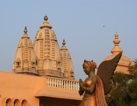 hindu temple: India, Delhi, Hinduism temple complex with an ancient religious sculpture in the foreground
