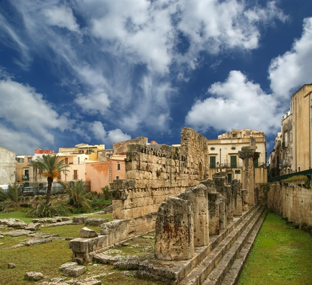 touristy: Ancient Greek APOLLOS TEMPLE . Syracuse (Siracusa, Sarausa)-- historic city in Sicily, Italy