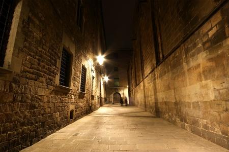 Gothic quarter at night. Empty alleyways in Barcelona Standard-Bild