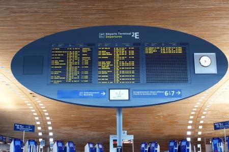 Paris-Charles de Gaulle Airport, CDG, LFPG (Aéroport Paris-Charles de Gaulle), also known as Roissy Airport (or just Roissy in French), Terminal 2, Display Screen