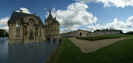 chantilly: panoramic view of the hateau de Chantilly ( Chantilly Castle ), Oise, Picardie, France