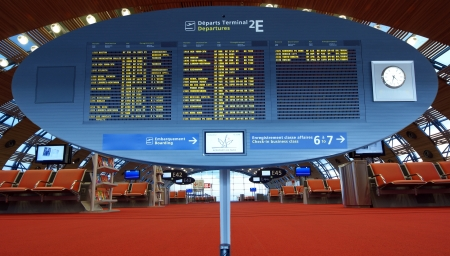 gaulle: Paris-Charles de Gaulle Airport, CDG, LFPG (Aeroport Paris-Charles de Gaulle), also known as Roissy Airport (or just Roissy in French), Terminal 2, Display Screen