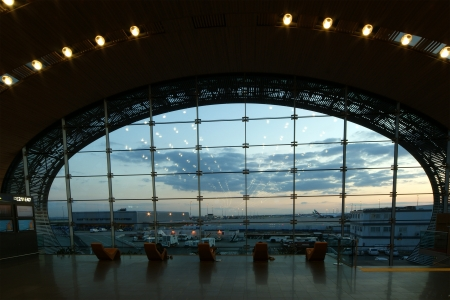 charles de gaulle: Paris-Charles de Gaulle Airport, CDG, LFPG (Aeroport Paris-Charles de Gaulle), also known as Roissy Airport (or just Roissy in French), Terminal 2E Departure Lounge