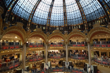 lafayette: Ceiling of the Lafayette luxury shopping mall in Paris, France