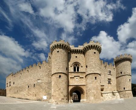 ufortyfikować: Wyspa Rodos, Grecja, symbol Rodos, słynnego Knights Grand Master Palace (znany także jako Castello) w średniowiecznego miasta Rodos, musi odwiedzić muzeum Rodos. To jest najlepsze, co Rycerze Świętego Jana aby opuścił w Rodos