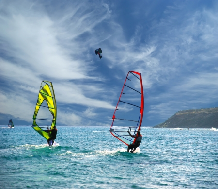 Wind Surfers On The Ocean Imagens
