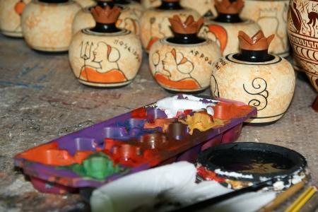 grec antique: poterie en faisant des copies d'anciens vases grecs Editeur