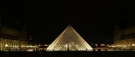 louvre pyramid: The Louvre Palace and the Pyramid, which was completed in 1989 (by night), France Stock Photo