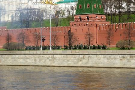 red square moscow: Fuegos artificiales. Ensayo del desfile militar en la Plaza Roja de Mosc?, Rusia. mayo, 07 de 2013 Editorial