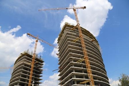 Cranes on a construction site. Industrial image Standard-Bild
