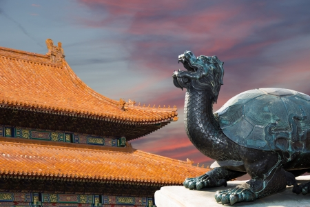 A bronze Chinese dragon statue in the Forbidden City. Beijing, China Imagens