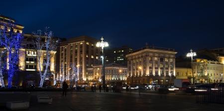 Los �rboles iluminados para Navidad y A�o Nuevo en la noche en Mosc�, Rusia