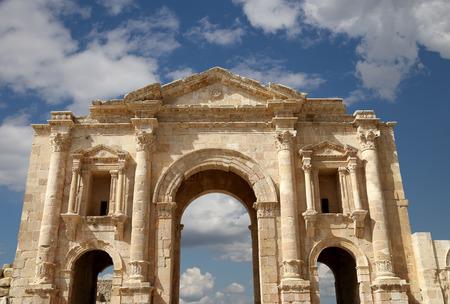 hadrian: Arco de Adriano en Jerash, Jordania - fue construido en honor a la visita del emperador Adriano a Jerash en 129130 dC