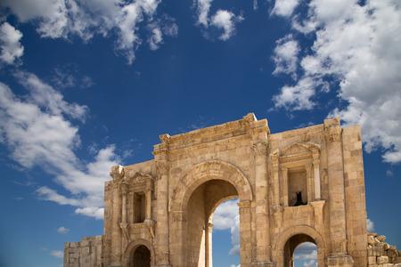 hadrian: Arco de Adriano en Jerash, Jordan-- fue construido en honor a la visita del emperador Adriano a Jerash en 129130 dC