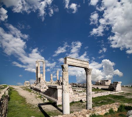corinthian: Temple of Hercules, Roman Corinthian columns at Citadel Hill, Amman, Jordan