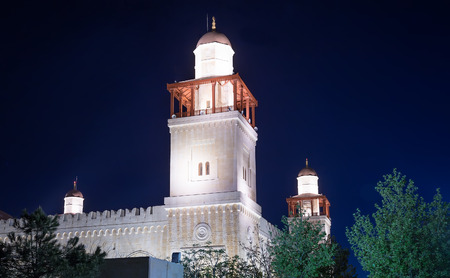 king hussein: King Hussein Bin Talal mosque in Amman (at night), Jordan