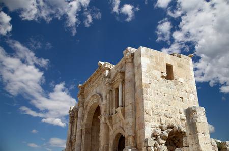 hadrian: Arco de Adriano en Gerasa (Jerash) - fue construido en honor a la visita del emperador Adriano a Jerash en 129130 dC, Jordania Foto de archivo