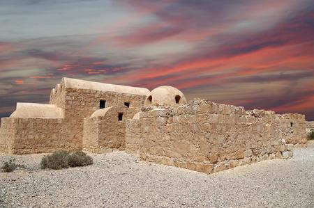 アンマン、ヨルダン近くクセイル (カスル) アムラの砂漠の城。