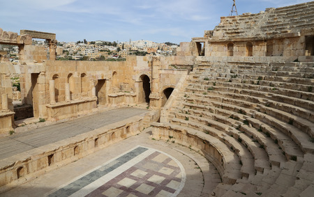 past civilizations: Amphitheater in Jerash (Gerasa of Antiquity), capital and largest city of Jerash Governorate, Jordan