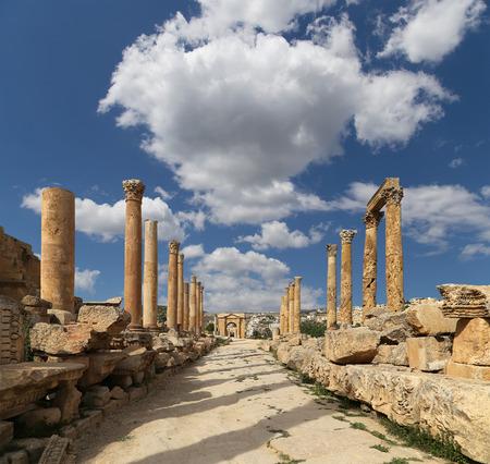 templo griego: Ruinas romanas en la ciudad jordana de Jerash (Gerasa de la Antigüedad), capital y mayor ciudad de Jerash Governorate, Jordania