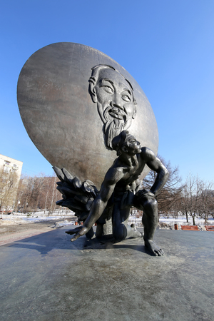 ve: The monument of Ho Chi Minh (was erected at 18th May of 1990) in Moscow, Russia.  The authors of the monument are sculptor V.E. Tsigal and architect R.G. Kananin
