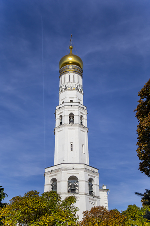 Ivan the Great Bell Tower (Kolokolnya Ivana Velikogo). Inside of Moscow Kremlin, Russia (day). 免版税图像