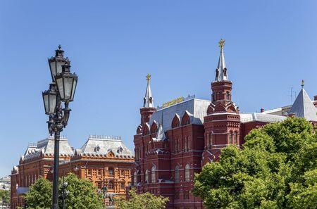 Staatliches Historisches Museum Russlands, eingekeilt zwischen dem Roten Platz und dem Manege-Platz in Moskau, Russland