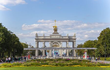 Main entrance to All-Russian Exhibition Center Imagens