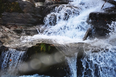 encrespado: la agitaci�n del agua, el r�o Bistrica, Muta, Eslovenia