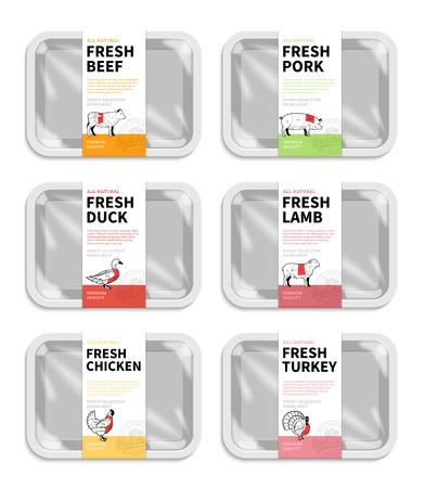 Emballage de viande de vecteur. Étiquettes de boucherie. Plateau à viande en mousse blanche avec maquettes de film plastique. Diagrammes de coupes américaines (États-Unis) de bœuf, de porc, d'agneau, de poulet, de canard et de dinde.