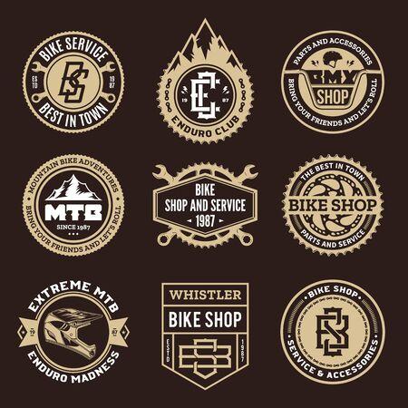 Ensemble de magasin de vélo vectoriel, service de vélo, clubs de VTT et badges et icônes d'aventures