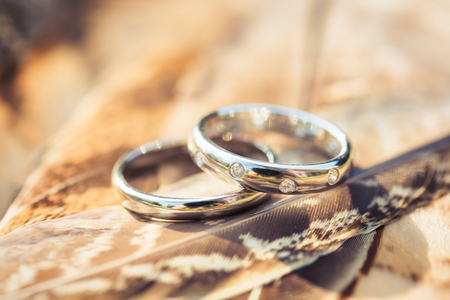Los anillos de boda macro Foto de archivo - 49242555