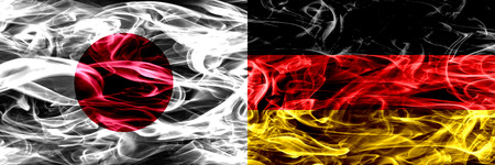 Japón vs Alemania, banderas de humo alemanas colocadas una al lado de la otra