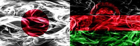 Japón vs Malawi, banderas de humo de Malawi colocadas una al lado de la otra