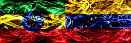 Etiopía vs Venezuela, banderas de humo coloridas venezolanas colocadas una al lado de la otra
