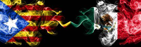 Cataluña vs México, banderas de humo mexicanas colocadas una al lado de la otra. Banderas de humo sedoso de color espeso de Cataluña y México, mexicano Foto de archivo