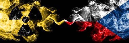 République tchèque vs drapeaux mystiques enfumés nucléaires placés côte à côte. Combinaison de fumées soyeuses de couleur épaisse du drapeau de la République tchèque et du signe radioactif.