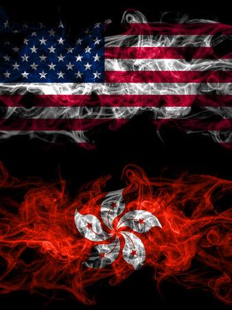 美国,美国,美国,美国,美国vs香港,中国,中国烟熏神秘旗帜并排放置。厚厚的彩色丝质抽象烟旗