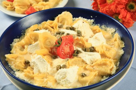 Tortellini with cheese and tomatoes 2