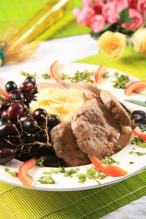 Pork and mashed potatoes with grapes 6