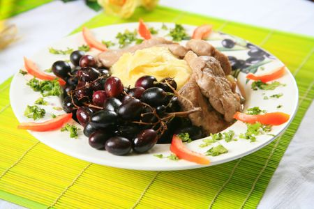 Pork and mashed potatoes with grapes 5