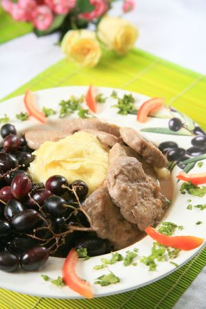 Pork and mashed potatoes with grapes 4