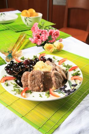Pork and mashed potatoes with grapes